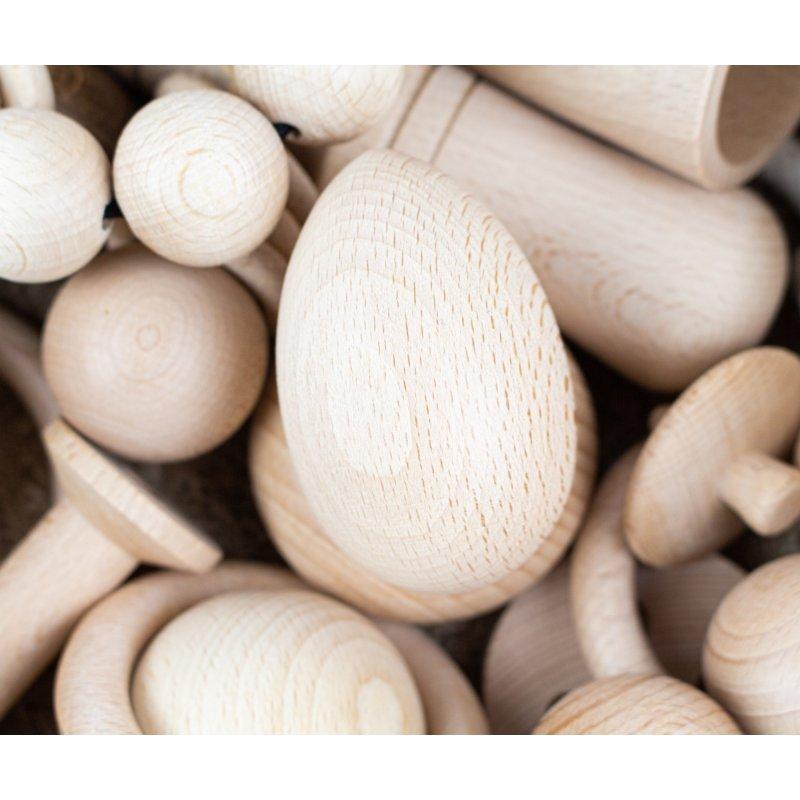 Huevo de madera natural